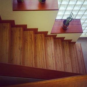 vinyl motif kayu - tangga
